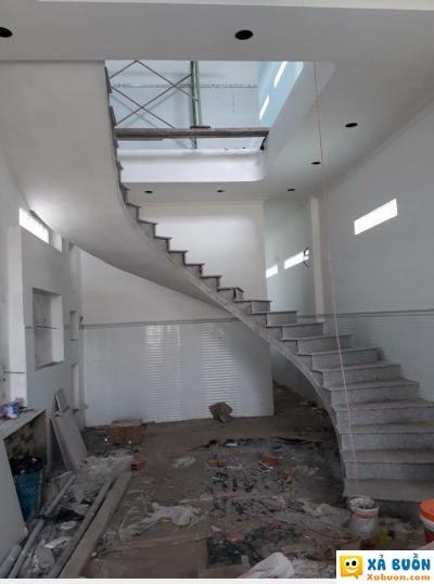 :x  hic xây nhà trọn gói. anh em xem thiết kế cầu thang này đi được không  :v