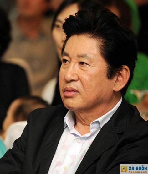 Nam diễn viên kỳ cựu Kim Yong Gun bị bạn gái kém 39 tuổi tố cáo ép cô bỏ thai, dù cô cầu xin ông giữ đứa trẻ.